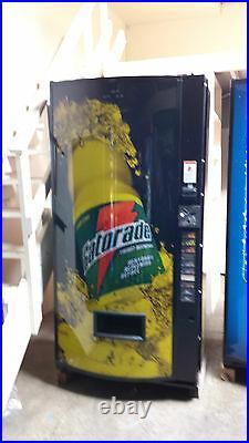Dixie Narco 600E-9 Soda Vending Machine Gatorade With Coin & Bills