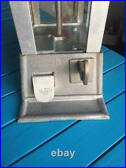 Sun Gum Nut Vending Machine 1940s 5-Cent Coin-Op (L. A. Manuf.) Art Deco Design