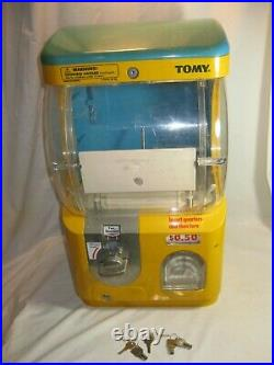 Vintage TOMY Gacha coin operated vending machine dispenser with extra keys